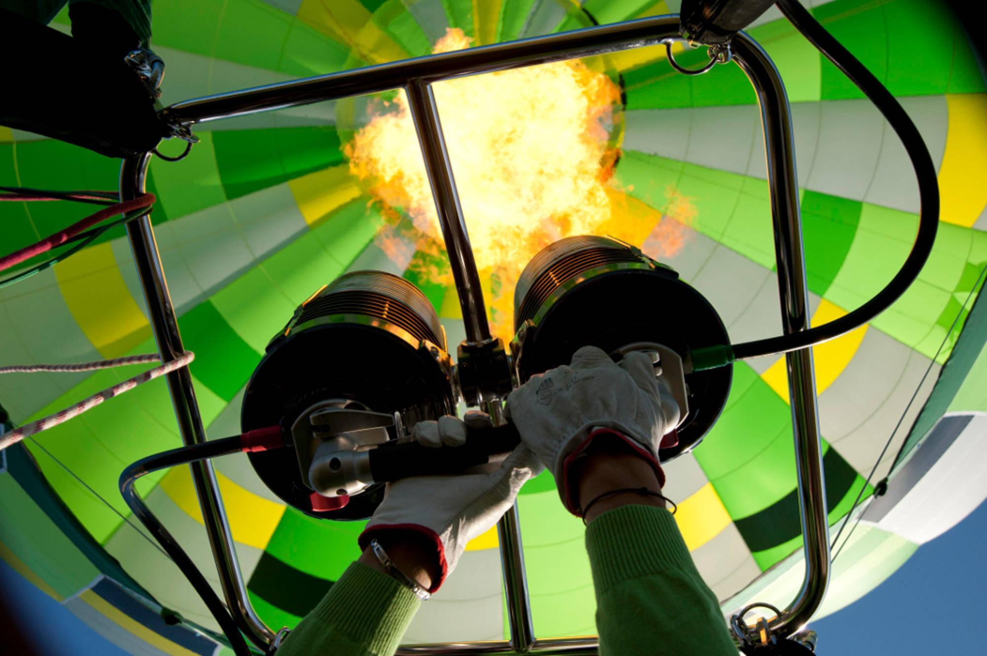 flamme de brûleur montgolfière