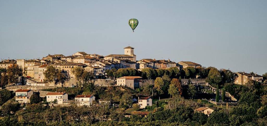 Visite de Castelnau de Montmiral en montgolfière
