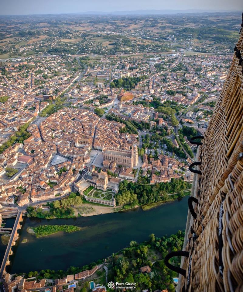 Baptême de l'air en montgolfière sur Albi la cité épiscopale
