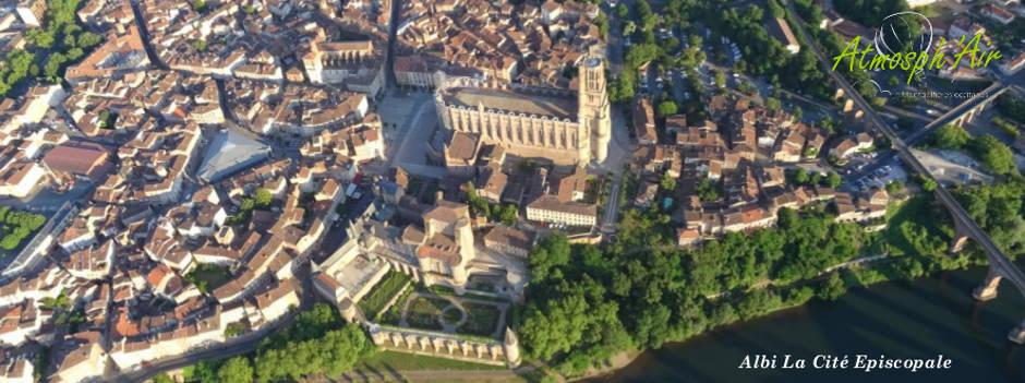 photo aérienne ville d'albi en montgolfière